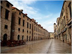 Na Stradunu - Stradun, the main street on the old city / Dubrovn by <b>Ahmet Bekir</b> ( a Panoramio image )