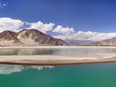 Where the Lhasa River Meets the Tsangpo River by <b>Danny Xu</b> ( a Panoramio image )