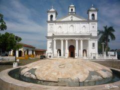 Iglesia de Suchitoto, Cuscatlan, El Salvador by <b>Jhimez</b> ( a Panoramio image )