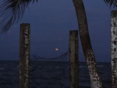 Habia luna llena...------------------------------------The moon  by <b>AnaMariaOss</b> ( a Panoramio image )