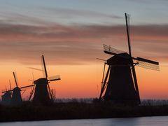 Sunrise at Kinderdijk by <b>© BraCom (Bram)</b> ( a Panoramio image )