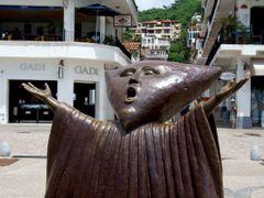 """Escultura """"En Busca de la Razon"""" de Sergio Bustamante, Puerto Va by <b>? ? galloelprimo ? ?</b> ( a Panoramio image )"""