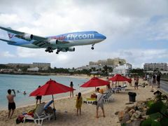 Boeing 747 Landing at SXM by <b>heliodor</b> ( a Panoramio image )