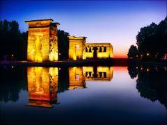 Madrid: templo egipcio de Debod. by <b>Eliseo.mc</b> ( a Panoramio image )