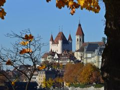 Castle hill in Thun, where the river Aare leaves the lake. by <b>kurt.fotosuisse</b> ( a Panoramio image )