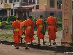 Laotian Young Monks (Nonregular) by <b>Le Xuan Hung</b> ( a Panoramio image )