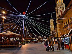 Mercado de Navidad en la Plaza del Pilar, **Zaragoza** by <b>CarmenT</b> ( a Panoramio image )