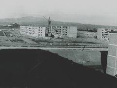 Вид на горы за металзаводом весной 1977 года из окна дома № 20 в by <b>Rasikh Atamanov</b> ( a Panoramio image )
