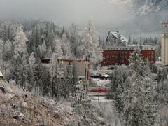vyhlad na stanicu, apartmany Oliver, Patria v Strbske Pleso by <b>nokristina</b> ( a Panoramio image )