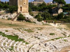 "Siracusa - l""anfiteatro greco, la torre spagnola, la cattedrale  by <b>MAPP HUDRANS</b> ( a Panoramio image )"