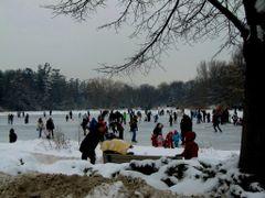Joyful moments on frozen lake by <b>S?m?d</b> ( a Panoramio image )