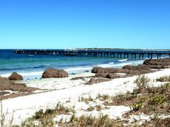 Arno Bay, South Australia by <b>nipper30</b> ( a Panoramio image )