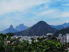 Leme e Copacabana by <b>Aramos</b> ( a Panoramio image )