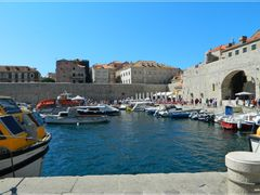 Dubrovnik harbour by <b>Sergio Bagna No Views</b> ( a Panoramio image )