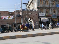 Peshawar, Sard Chah Gate by <b>JanGasior</b> ( a Panoramio image )