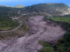 Pyroclastic flow following line of river by <b>William Stephens</b> ( a Panoramio image )