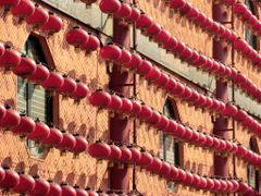 Red Lanterns by <b>Faintlightofdawn</b> ( a Panoramio image )