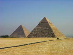Piramides de Keops y Kefren by <b>Arturo Garcia</b> ( a Panoramio image )