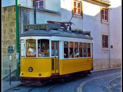 Lisbon, a typical tram by <b>&ri.co</b> ( a Panoramio image )