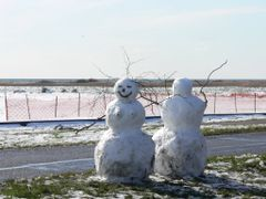 Drag?r. Mr. and Mrs. snowman obviously not on speaking terms by <b>thor?odin™</b> ( a Panoramio image )