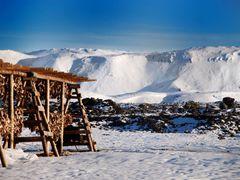 Hjallur i Hafnarfir?i. Blafjoll i baksyn by <b>Sig Holm</b> ( a Panoramio image )