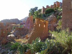 Maisons au Flanc de la Montagne by <b>elakramine</b> ( a Panoramio image )