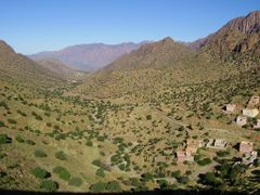 Between Tiznit and Tafraoute by <b>elakramine</b> ( a Panoramio image )