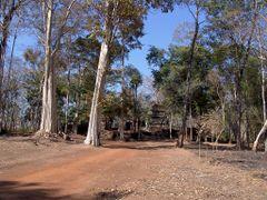 Prassat Bram - Koh Ker by <b>rokaPic40666</b> ( a Panoramio image )