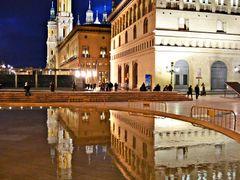 Reflejos de  La Lonja, Ayuntamiento y Catedral  **Zaragoza** by <b>CarmenT</b> ( a Panoramio image )