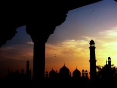 Sunset Badshahi Mosque Lahore Punjab Pakistan....Picture By. Ija by <b>Без названия</b> ( a Panoramio image )