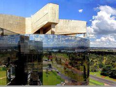 Procuradoria Geral da Republica - reflexo.  Ponte JK a Dr, no ho by <b>Rubens Craveiro</b> ( a Panoramio image )