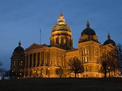 Iowa State Capitol Building at Night by <b>scenicplaces.com</b> ( a Panoramio image )