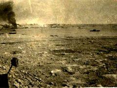 Libia (Tobruk ?) 1942 Il Porto bombardamento navi by <b>© Bighi Oreste</b> ( a Panoramio image )
