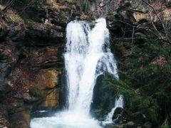 Macedonia: beautiful waterfall on the river Babuna by <b>onosimoski bojan i antonie</b> ( a Panoramio image )