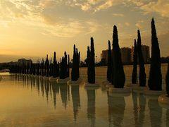 Valencia, Ciudad de las Artes y Sciencias - reflexiones al atard by <b>Christos Theodorou</b> ( a Panoramio image )