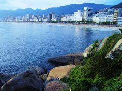 Praia de Ipanema by <b>Aramos</b> ( a Panoramio image )
