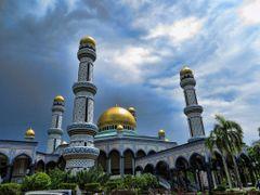 """Jame""""Asr Hassanil Bolkiah Mosque by <b>Yuto  Fukui</b> ( a Panoramio image )"""
