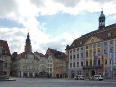 Coburg, Marktplatz - rechts ist das Rathaus zusehen, links das P by <b>bayernengel ( i ? panoramio - no views)</b> ( a Panoramio image )