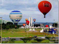 Brasilia 53 anos; revoada de baloes, os festejos. (Clique na fot by <b>Rubens Craveiro</b> ( a Panoramio image )