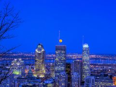 LA LUNE DU 25 AVRIL, 2013 SUR MONTREAL _ THE MOON OF APRIL 25th, by <b>Maurice Haddad</b> ( a Panoramio image )