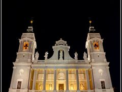 Catedral  de la  Almudena. Vista  nocturna (f)  Para  **Nunila** by <b>Ferlancor Pano Yes</b> ( a Panoramio image )