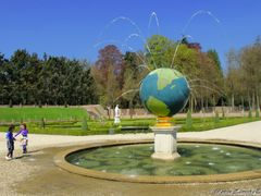 Spring in the Netherlands. In the gardens of the Chateau Het Loo by <b>Roman Zazvorka</b> ( a Panoramio image )