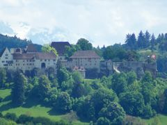 Castle / Schloss Lenzburg with mountain background by <b>adin</b> ( a Panoramio image )