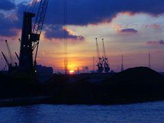 Sundown harbor Antwerpen by <b>Rio-Vista</b> ( a Panoramio image )