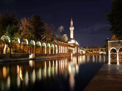 Bal?kl? Gol ve Camii Sanl?urfa/Turkiye TR-59 by <b>H.Ibrahim Uzmezoglu</b> ( a Panoramio image )