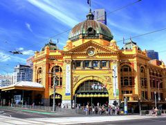 Flinders Station on a sunny sunday morning. Melbourne. by <b>flyingdutchman</b> ( a Panoramio image )