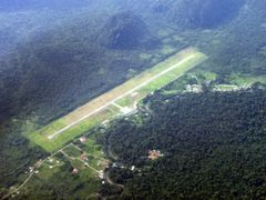 Mulu Airport From Air by <b>keenamfoo</b> ( a Panoramio image )