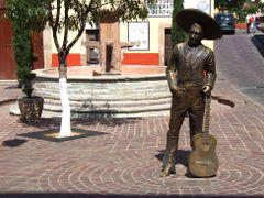 Escultura al cantante Jorge Negrete (El Charro Cantor) de Ra?l J by <b>? ? galloelprimo ? ?</b> ( a Panoramio image )