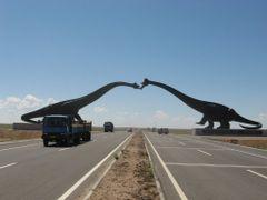 Sauropoda Statue by <b>SolarSalamander</b> ( a Panoramio image )
