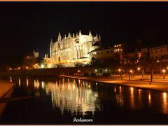 Escenario  nocturno  de  Palma  de  Mallorca (f) Dedicado  a mis by <b>Ferlancor Pano Yes</b> ( a Panoramio image )